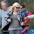 Gwen Stefani assiste au match de football de son fils Kingston à Los Angeles le 16 novembre 2013.