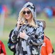 Gwen Stefani (enceinte) assiste au match de football de son fils Kingston à Los Angeles le 16 novembre 2013.