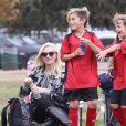 Gwen Stefani (enceinte) assiste au match de football de son fils Kingston à Los Angeles le samedi 16 novembre 2013.