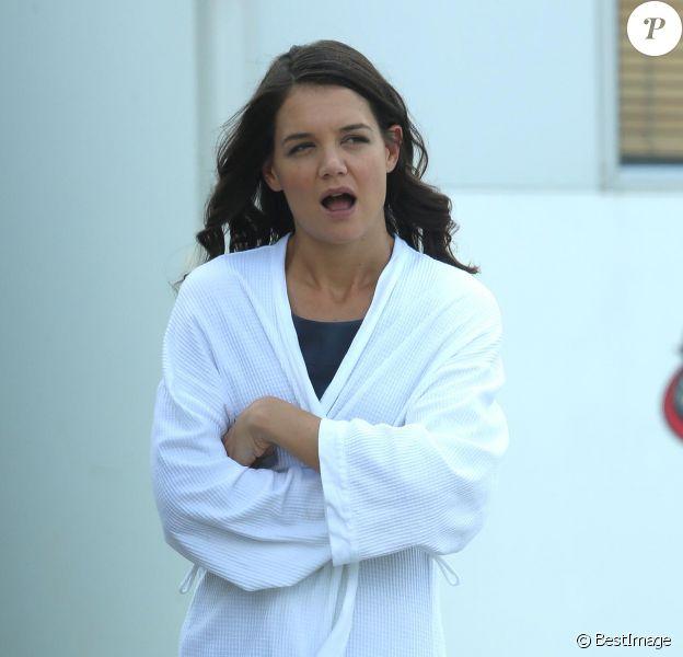 """Exclusif - Katie Holmes sur le tournage du film """"The Giver"""" à Cape Town en Afrique du Sud, le 20 novembre 2013. La veille, l'actrice arrivait d'un vol de24 heures en provenance de New York."""