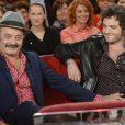 """Louis Chedid et son fils le chanteur M (Mathieu Chedid) lors de l'enregistrement de l'émission """"Vivement Dimanche"""" à Paris, le 26 novembre 2013. L'émission sera diffusée le 1er décembre 2013."""