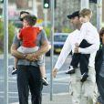 Ricky Martin avec son compagnon Carlos et leurs enfants Matteo et Valentino, à Sydney, le 29 mai 2013