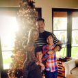 LeAnn Rimes a posté une photo d'elle en compagnie de son mari Eddie Cibrian et des fils de ces derniers, le 28 novembre 2013 sur Instagram.