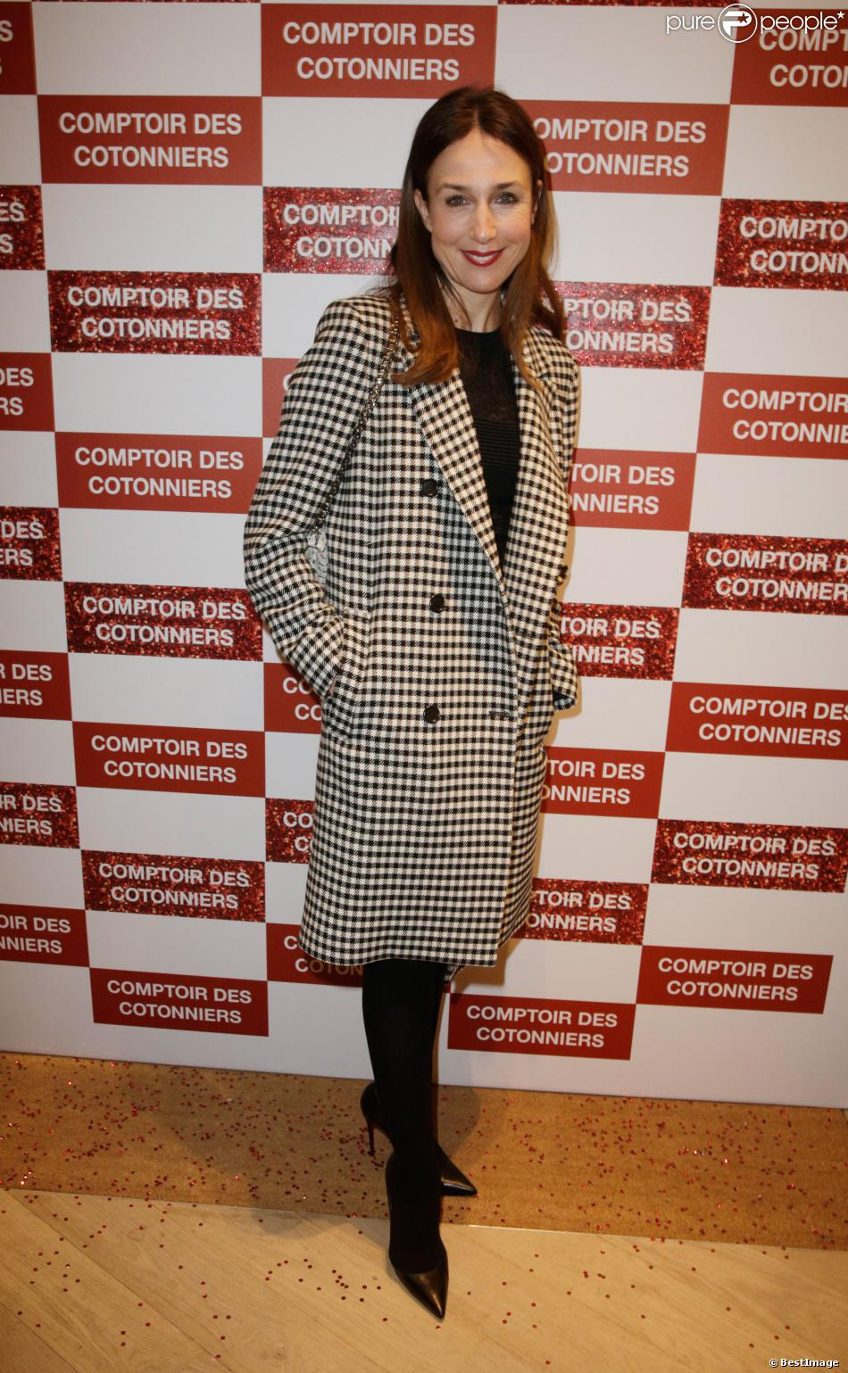 Elsa zylberstein lors de l 39 inauguration d 39 une nouvelle boutique comptoir des cotonniers - Boutiques comptoir des cotonniers ...