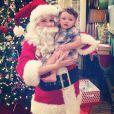 Melissa Joan Hart déguisée en Père Noël avec son petit dernier, le 4 décembre 2013.