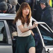 Dakota Johnson dans Fifty Shades of Grey : En écolière, la belle se fait coquine