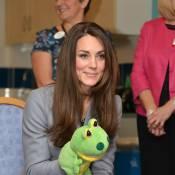 Kate Middleton, grenouille à la main : Un coeur en or pour répandre les sourires