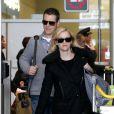 Deux stars en week-end à Paris : Reese Witherspoon et son mari Tim Roth arrivent à l'aéroport Roissy Charles de Gaulle. Roissy, le 7 décembre 2013.