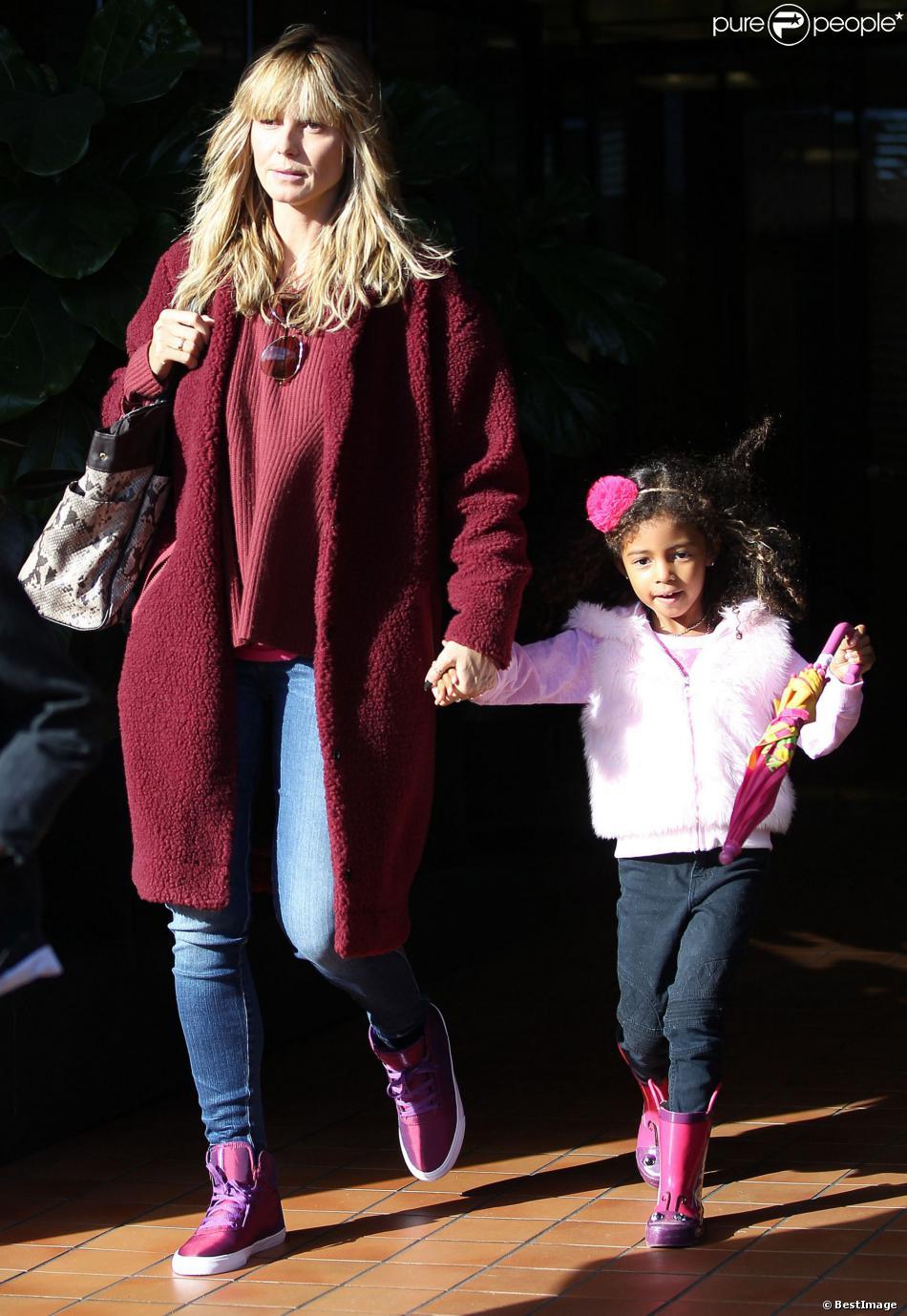 Heidi Klum et sa fille Lou Samuel quittent le restaurant Toscana dans le quartier de Brentwood. Los Angeles, le 7 décembre 2013.