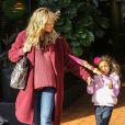 Heidi Klum quitte le restaurant Toscana dans le quartier de Brentwood, avec sa fille Lou et son fils Johan. Los Angeles, le 7 décembre 2013.