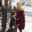 Heidi Klum et ses enfants, en minivan, se rendent au restaurant Toscana dans le quartier de Brentwood. Los Angeles, le 7 décembre 2013.