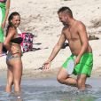 EXCLU - Les Marseillais de W9 s'offrent des vacances en Corse, sur la plage de Porticcio, le 18 juillet 2013
