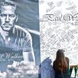 Les hommages à Paul Walker et Rodger Rodas se multiplient au mémorial improvisé à Valencia, Los Angeles, le 8 décembre 2013.