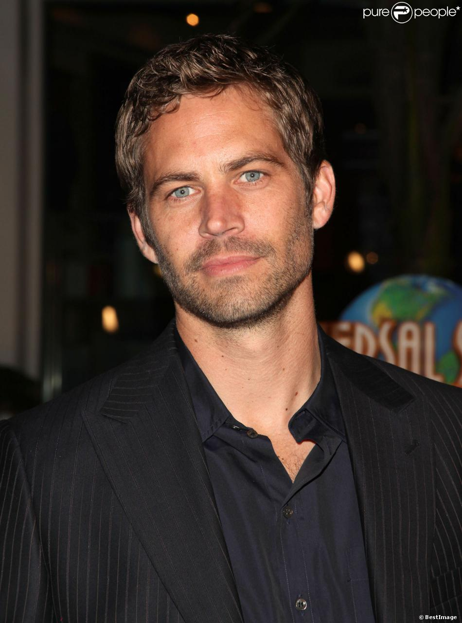 mort de paul walker dans le chagrin sa famille face aux th ories du drame purepeople. Black Bedroom Furniture Sets. Home Design Ideas