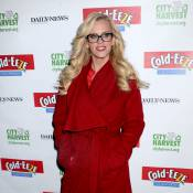 Jenny McCarthy : Lookée et l'oeil coquin pour livrer de généreux colis...
