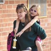 Jennifer Garner, maman irrésistible : Sa fille sur son dos ou avec un nez rouge