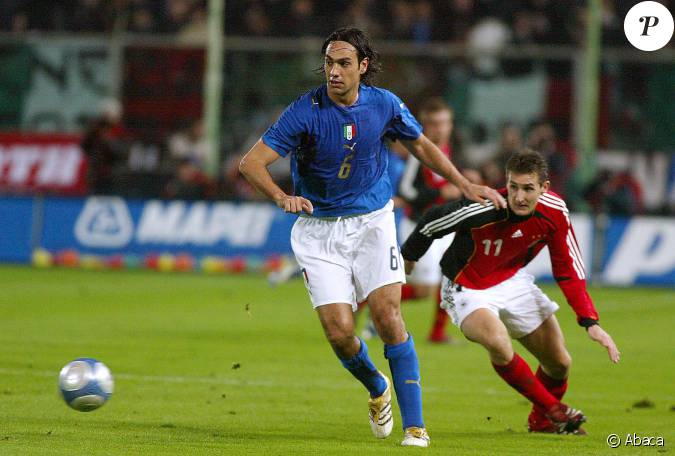 alessandro nesta lors d 39 un match entre l 39 italie et l 39 allemagne firenze le 1er mars 2006. Black Bedroom Furniture Sets. Home Design Ideas