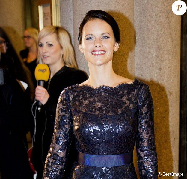 Sofia Hellqvist, petite amie du prince Carl Philip de Suède, au Théâtre Oscar à Stockholm le 19 décembre 2013 pour la soirée événement en l'honneur des 70 ans de la reine Silvia de Suède.