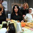 Exclusif : Yamina Benguigui visite une épicerie solidaire à quelques jours de Noël dans la banlieue de Lille, le 19 décembre 2013.