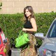 Sophia Bush a recu une commande très spéciale à son domicile : sa Mustang GT 350 rouge à bandes blanches. Très excitée par cet achat, l'actrice a tout de suite emmené le bolide faire un tour à Pasadena, le 24 juillet 2013.