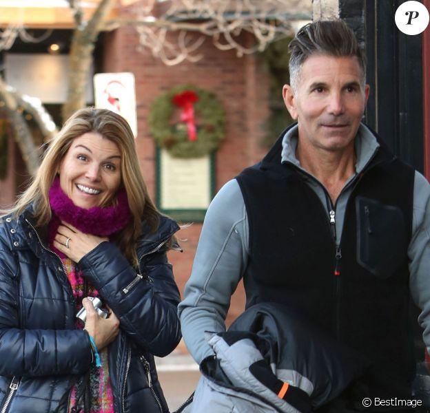 Lori Loughlin et son mari Massimo Giannulli font du shopping à Aspen, le 26 décembre 2013.