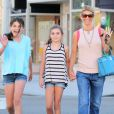 Lori Loughlin et ses filles Isabella et Olivia, à Beverly Hills, le 19 juikllet 2011.