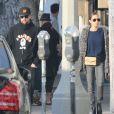 Exclusif - Nicole Richie et Joel Madden en pleine séance de shopping à West Hollywood en compagnie de leur chien Los Angeles, le 27 décembre 2013.