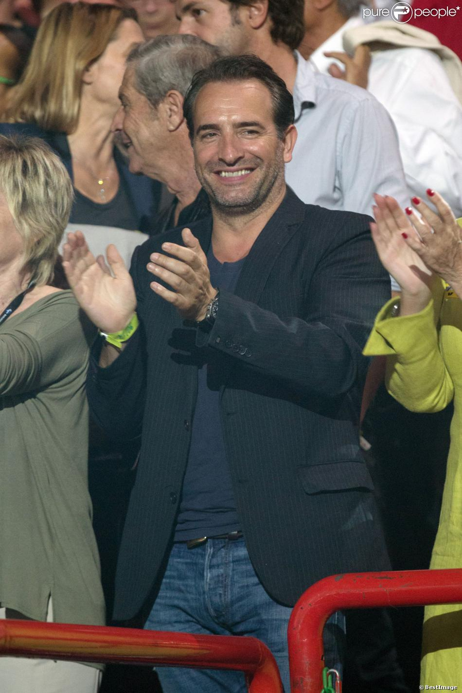 Exclusif jean dujardin au concert de johnny hallyday for Dujardin johnny