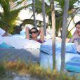Exclusif - Demi Moore batifole sur le sable avec son nouvel et jeune amoureux Sean Friday du groupe Dead Sara, à Cancun au Mexique le 30 décembre 2013