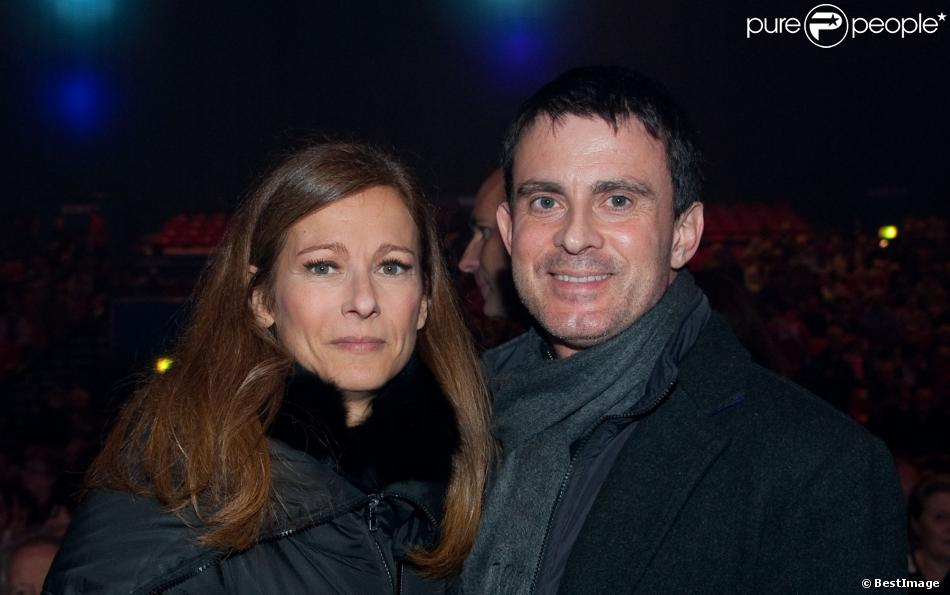 Manuel Valls et sa femme Anne Gravoin, complices lors du concert de Roberto Alagna, Robert Alagna & Big Band : Little Italy, au Zénith de Paris le 30 décembre 2013
