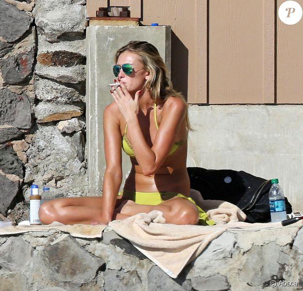 Paulina Gretzky profite du soleil d'Hawaï à Lahaina, le 5 janvier 2014