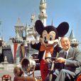 Walt Disney dans son parc.