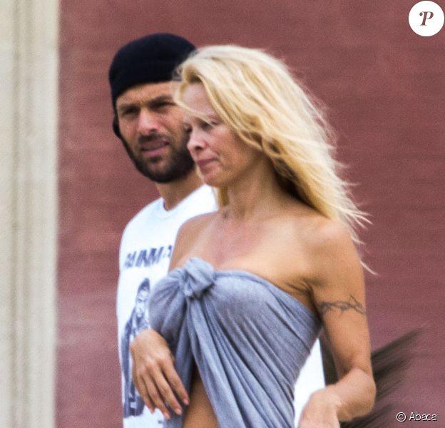 Pamela Anderson et Rick Salomon à Biarritz, le 1er octobre 2013.