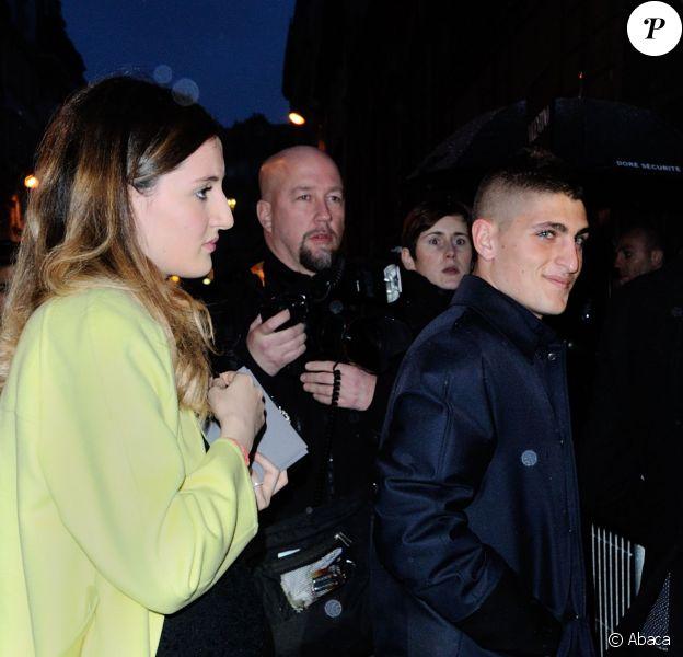 Marco Verratti et sa compagne, enceinte, Laura Zazzara lors du défilé Valentino automnehiver 2014-2015 à l'hôtel Salomon de Rothschild à Paris, le 15 janvier 2014