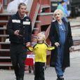 Gwen Stefani, enceinte, avec son mari Gavin Rossdale et leurs enfants, vont déjeuner à Los Angeles, le 23 novembre 2013.