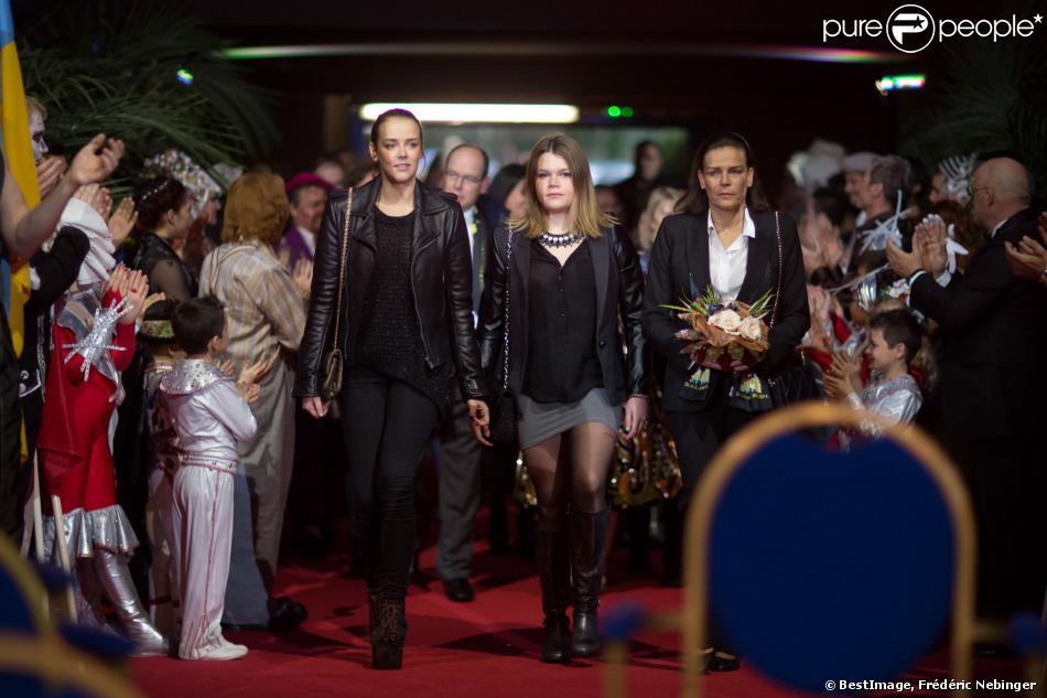 Pauline Ducruet, Camille Gottlieb, et Stéphanie de Monaco arrivent le 19 janvier 2014 pour une représentation du 38e Festival International du Cirque de Monte-Carlo.
