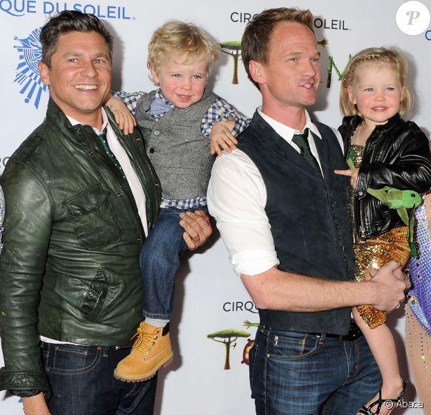 Neil Patrick Harris et David Burtka avec leurs enfants vont assister à la première du spectacle Totem du Cirque du Soleil à Santa Monica, le 21 janvier 2014.