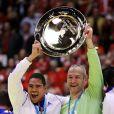 Daniel Narcisse et Thierry Omeyer après la victoire de l'équipe de France de handball, devenue championne d'Europe après avoir battu le Danemark en finale (41-32) à Herning, le 26 janvier 2014