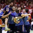 Nikola Karabatic et l'équipe de France de handball, devenue championne d'Europe après avoir battu le Danemark en finale (41-32) à Herning, le 26 janvier 2014
