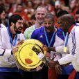 Nikola Karabatic, Thierry Omeyer, Didier Dinart et leurs équipiers après la victoire de l'équipe de France de handball, devenue championne d'Europe après avoir battu le Danemark en finale (41-32) à Herning, le 26 janvier 2014