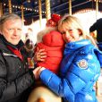 Renaud et son ex-femme Romane Serda posent avec leur fils Marlone à Disneyland Paris, le 12 février 2009.