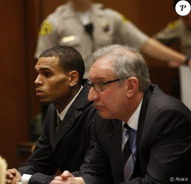 Chris Brown et son avocat Mark Geragos au tribunal de Los Angeles. Février 2013.