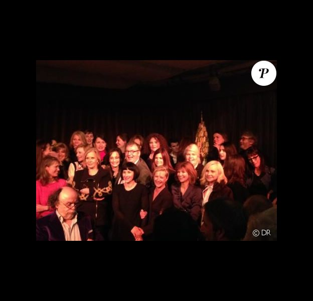 Dominique Besnehard pose en compagnie de quelques-unes des actrices conviées à son 60e anniversaire, lundi 10 février 2014.