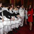 Kate Middleton présentée à des artistes se produisant lors de la réception organisée le 17 février 2014 à Buckingham Palace pour célébrer les soixante ans du patronage de la Royal Academy of Dramatic Art par la reine Elizabeth II.