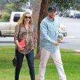 Teresa Palmer enceinte à la sortie de chez le médecin avec son mari Mark Webber à Brentwood, le 11 février 2014.