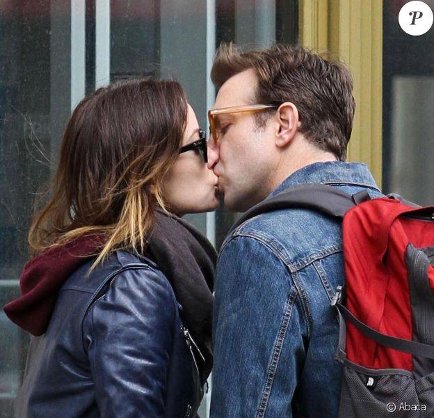 Olivia Wilde et Jason Sudeikis s'embrassant à New York le 16 février 2013