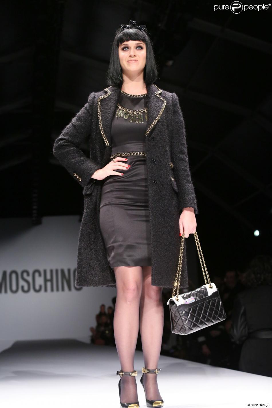 Katy Perry assiste au défilé Moschino automne-hiver 2014-2015 à Milan, le 20 février 2014.