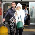 Rita Ora arrive à l'aéroport Linate à Milan, accompagnée par son chéri Calvin Harris. Le 20 février 2014.