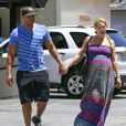 "Exclusif - Donald Faison et sa femme CaCee Cobb, enceinte, déjeunent au ""King's Road Cafe"" à West Hollywood, le 20 mai 2013."