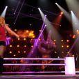 Aline Lahoud, très sexy, lors de sa battle face à Stacey King dans The Voice 3, le samedi 29 février 2014 sur TF1